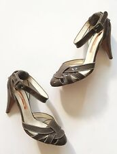 Rupert Sanderson Taupe Grey Patent Leather & Suede Mary Jane Pumps size 38