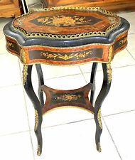 Table, Jardinière,Napoléon III en marqueterie et bronze Galbée toutes faces