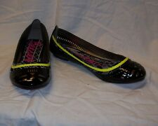 WOMEN'S BETESEYVILLE BLACK AND YELLOW FLATS MSRP$28 NEW IN BOX
