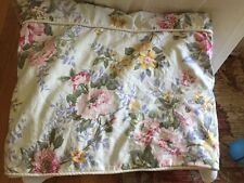 "LOVELY RALPH LAUREN FLORAL QUEEN DUVET COVER WITH PIPING  74"" x 88'"