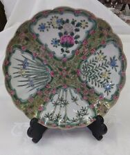 19th CENTURY FAMILLE ROSE CHINESE PORCELAIN SCALLOPED PLATE CHARGER