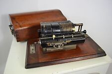 1930's BRITANNIC GUYS CALCULATING PINWHEEL MACHINE WITH WOOD COVER CALCULATOR