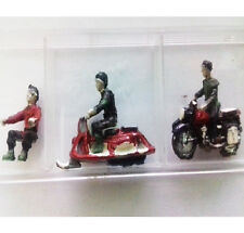 MINIATURE PLASTIC N FIGURES PAINTED 3 PERSONAGGI (1 IN MOTO+1 IN VESPA+1 SEDUTO)