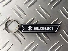 Suzuki Schlüsselanhänger aus PVC schwarz/weiß 73 x 16,5 x 6 mm