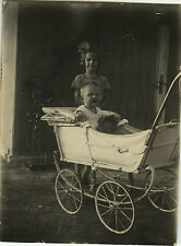PHOTO ANCIENNE - VINTAGE SNAPSHOT - ENFANT BÉBÉ LANDAU OURSON - TEDDY BEAR 1934