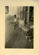 PHOTO ANCIENNE - VINTAGE SNAPSHOT - ENFANT VÉLO OMBRE - CHILD BIKE SHADOW