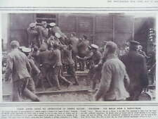 1914 BRITISH SOLDIERS SCRUMMING FOR BREAD RATION; SCIENTIFIC DEFENCE WWI WW1