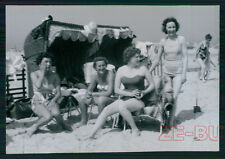 vintage photo YOUNG WOMEN GIRLS IN BATHING SUIT HAVE FUN ON THE BEACH 1961