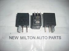 VOLVO V40 S40 S60 S80 S70 V70 C70 XC70  FRONT REAR WINDOW WASHER RELAYS  9441161
