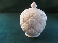 WESTMORELAND COVERED ROUND MILK GLASS CANDY DISH W ROSES / OLD QUILT PATTERN
