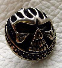 Auffällige Ziernieten Bad Skull Totenkopf mit Flammen 3-D Schädel 2,5 cm groß