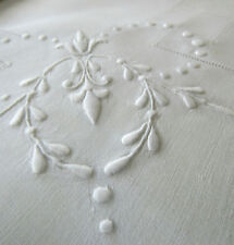 "VINTAGE HEAVY LINEN LUNCHEON TABLECLOTH 35"" + 4 NAPKINS, CLASSICLY EMBROIDERED"