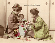 Japan, säugendes Baby mit Ammen, koloriertes Original-Albumin-Photo von ca. 1880