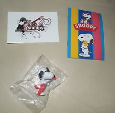 Personaggio Snoopy Peanuts 3D + sticker edibas collection SNOOPY rockstar