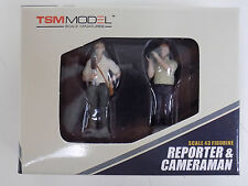 1/43 True Scale TSM Reporter / Camera Man Set of 2 Figurines TSM13AC14
