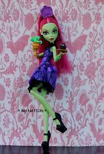 Monster High Amanita Nightshade's SCREAM AND SUGAR Outfit and FOOD Accessories