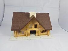 1/64 Ertl Farm Country log cabin house building