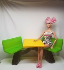 FURNITURE~ MATTEL MCDONALDS TABLE W/ CHAIRS ONLY FOR BARBIE DIORAMA DISPLAY