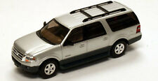 HO 1/87 River Point Station # 536-7601.04 Ford Expedition EL XLT - Silver/Charc