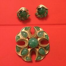 CROWN TRIFARI JEWELS OF INDIA FAUX JADE GRIPOIX CABOCHON BROOCH CLIP EARRING SET