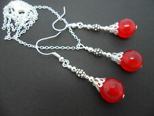 A RED JADE BEAD NECKLACE AND EARRINGS SET. NEW.