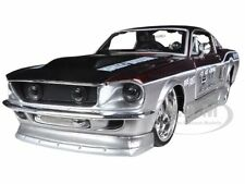 1967 FORD MUSTANG GT RED/SILVER HARLEY DAVIDSON 1/24 MODEL CAR BY MAISTO 32168