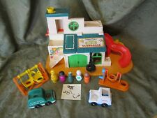 Vintage Fisher Price Little People Play Family Sesame Street Clubhouse LOT 937 C