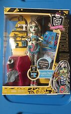 New in box. NIB Monster High Frankie Stein Home Ick Doll 2011 classroom