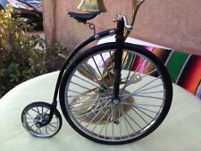 Vintage  Beautiful  Tiny bicycle metal and plastic CUTE & CLEAN it works