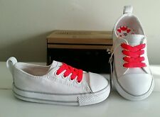NEW Girl CONVERSE sneakers shoes, Size 11 YOUTHS (17cm), Color White  very nice
