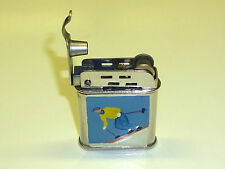 METEOR BRIQUET - POCKET LIGHTER WITH WINDSHIELD & LACQUER MOTIF - 1940 - FRANCE