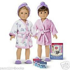 AMERICAN GIRL REVERSIBLE ROBE + BOOK NIB RETIRED DOLLS NOT INCLUDED LEA JULIE