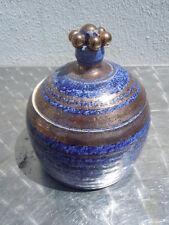 Georges Pelletier Vallauris pot couvert en faïence bleu et or vers 1950