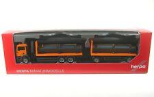 MAN TGS M Flachbett-Hängerzug (orange) mit Ladekran und Ladegut Röhren