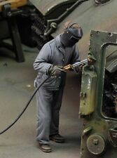 Royal Model 1:35 Man Using Electric Welder (No.3) - Resin Figure #685