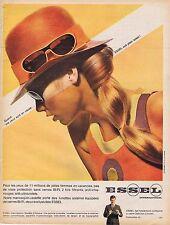 PUBLICITE ADVERTISING 015 1967 ESSEL lunettes de soleil