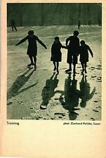 """Kinder mit Schlittschuhen, """"Training"""", Photo: Gerhard Policke, Essen, um 1950"""