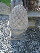 pommes de pin en pierre . dessus de pilasse ou colonne  , massif  très lourd !!