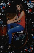 VICTORIA JUSTICE - A3 Poster (ca. 42 x 28 cm) - Victorious Clippings Sammlung