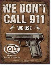 """Targa Metallica Colt """"Revolvers We Don't Call 911"""" 400mm x 300mm  (de)"""