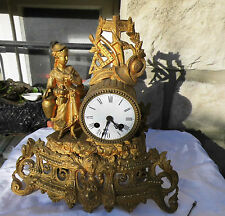 Pendule de cheminée surmontée d'un personnage d'époque 19ème
