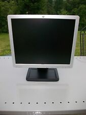 HP LE1711 LCD Flat Screen Computor Computer Monitor  17'' Silver