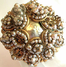 MIRIAM HASKELL VINTAGE 50'S ROUND PEARL FLOWER DESIGN BROOCH PIN ESTATE JEWELRY