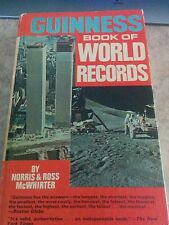 Guiness Book of World Records,  THE TWIN TOWERS on cover. Ed 1972