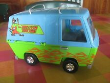 Scooby Doo Battery Powered Mystery Machine with Shaggy and Scooby Characters