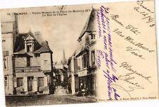 CPA Paimpol - Vieille Maison de la Place du Martray (XV s.) - La Rue de (243435)