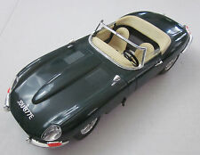 BURAGO 1961 JAGUAR E-TYPE CONVERTIBLE GREEN 1/18 DIE CAST CAR ITALY