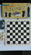 All Wood  Chess Set And Board~mediano juego de ajedrez ~ !00% complete and boxed