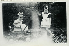 PHOTO ANCIENNE - VINTAGE SNAPSHOT - ENFANT POUSSETTE JEU JOUET MODE - CHILD PLAY