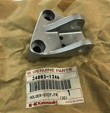 Supporto pedana Ant. Dx - HOLDER-STEP FR RH - Kawasaki ZX1000 NOS: 34003-1246